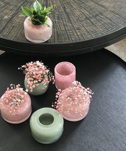 Vase aplati Lola dans les tons roses - Dean Flowers