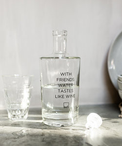Waterfles met quote 'With friends'