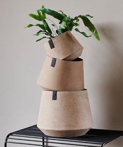 Lichtbruine bloempot 'Tokyo' met cementlook - klein model
