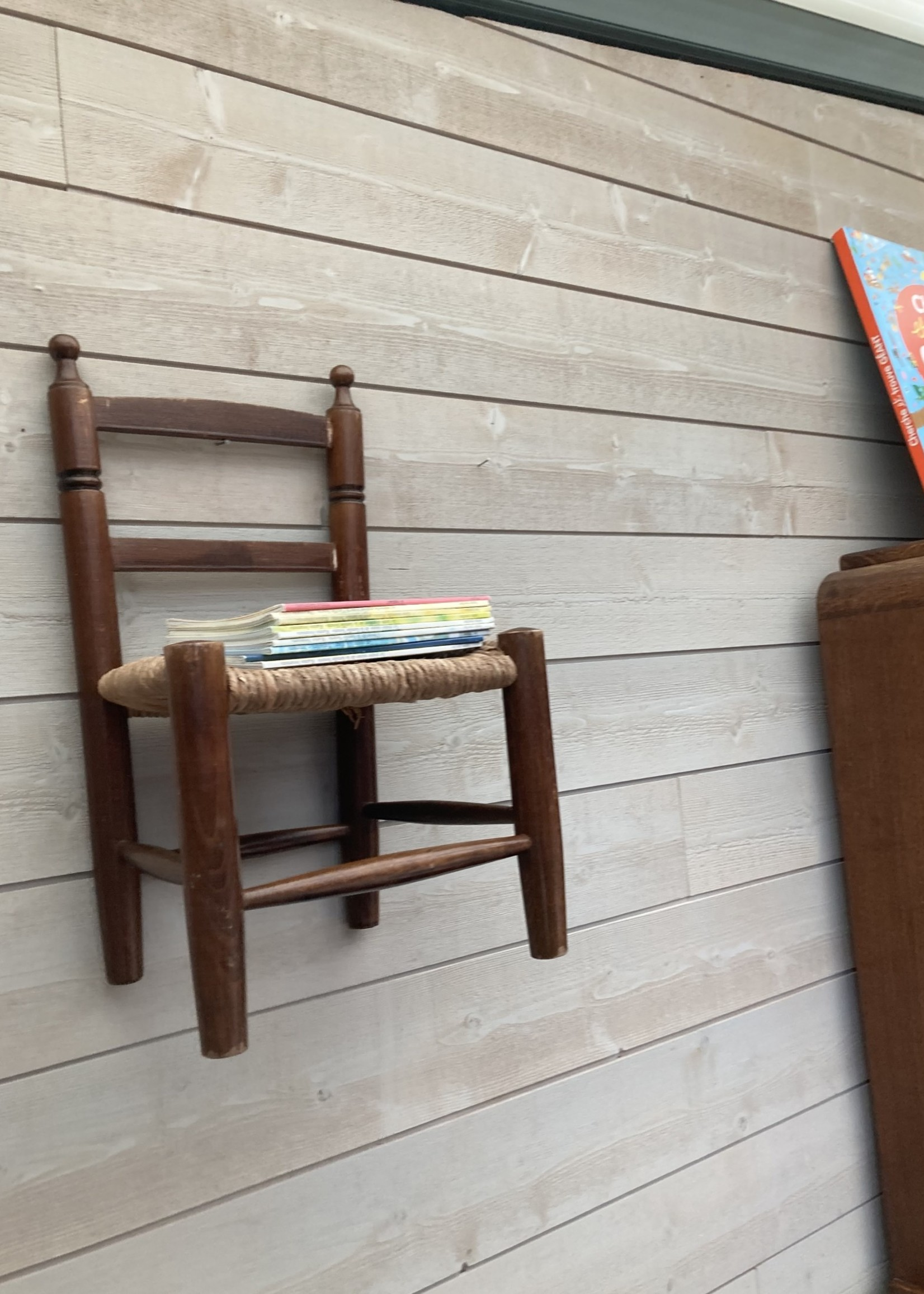 Wooden and straw chair for kids