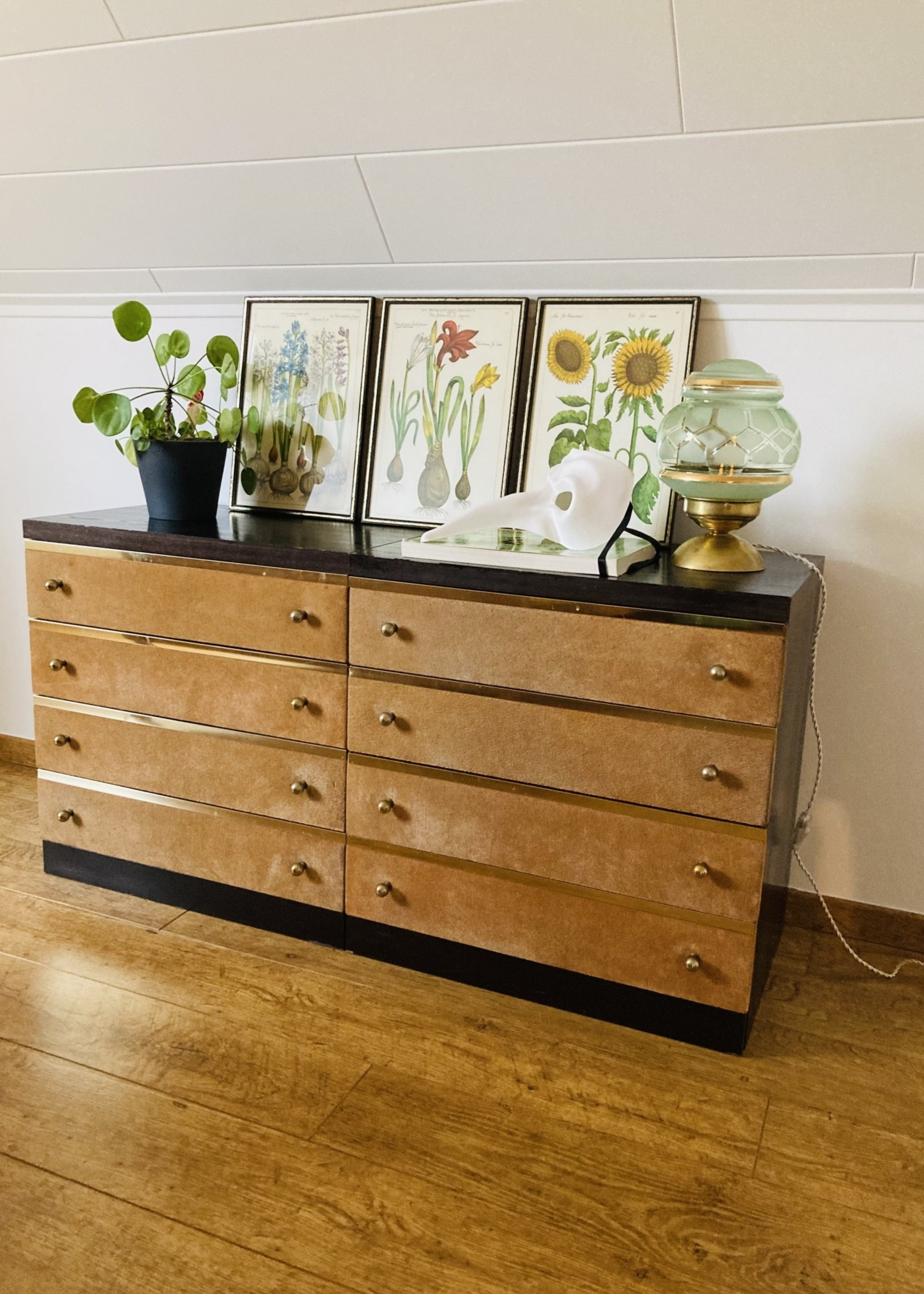 Small 4-drawer cabinet Sixties, nude velvet and brass