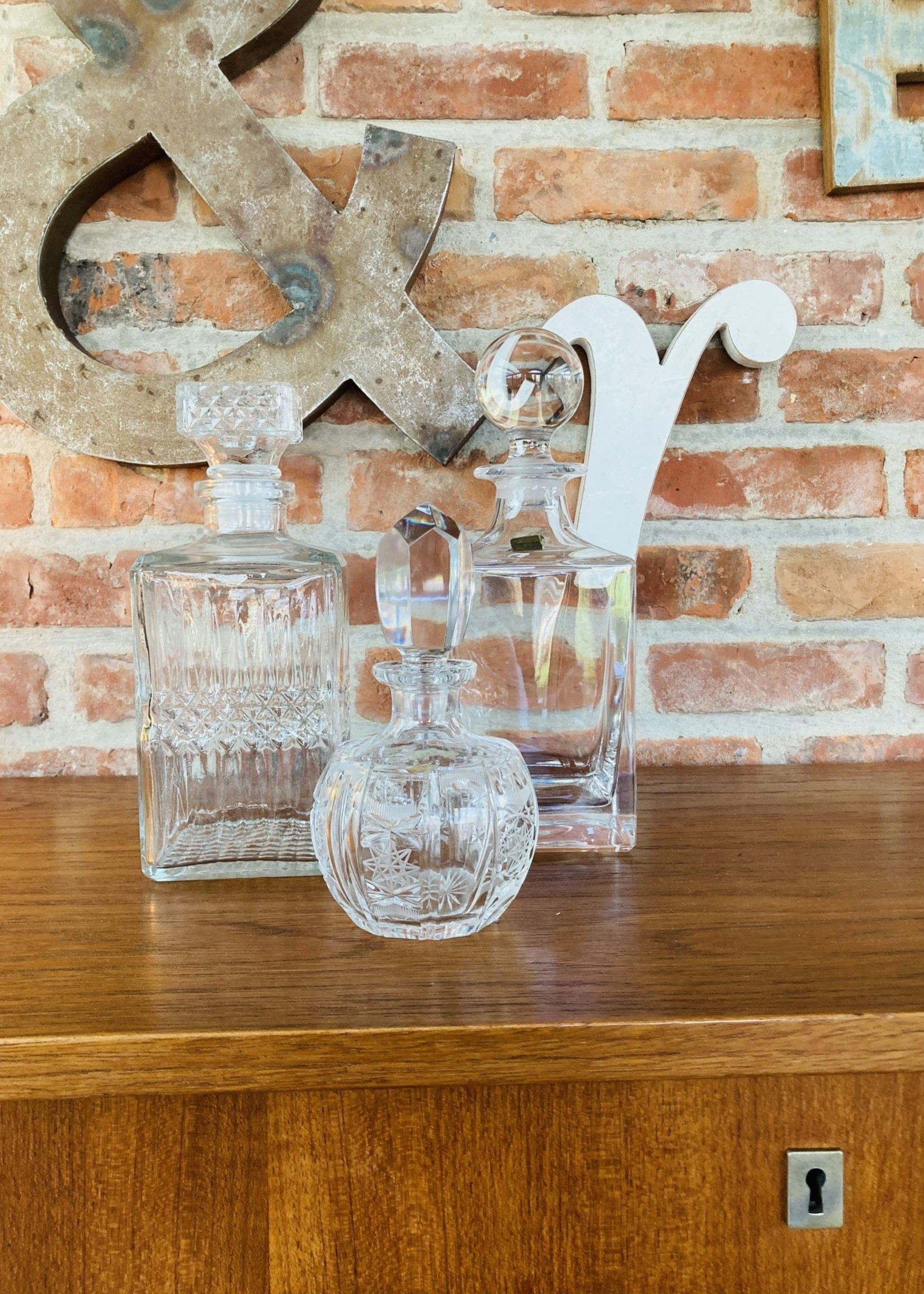 Simple glass carafe from Arques rectangular with ball top