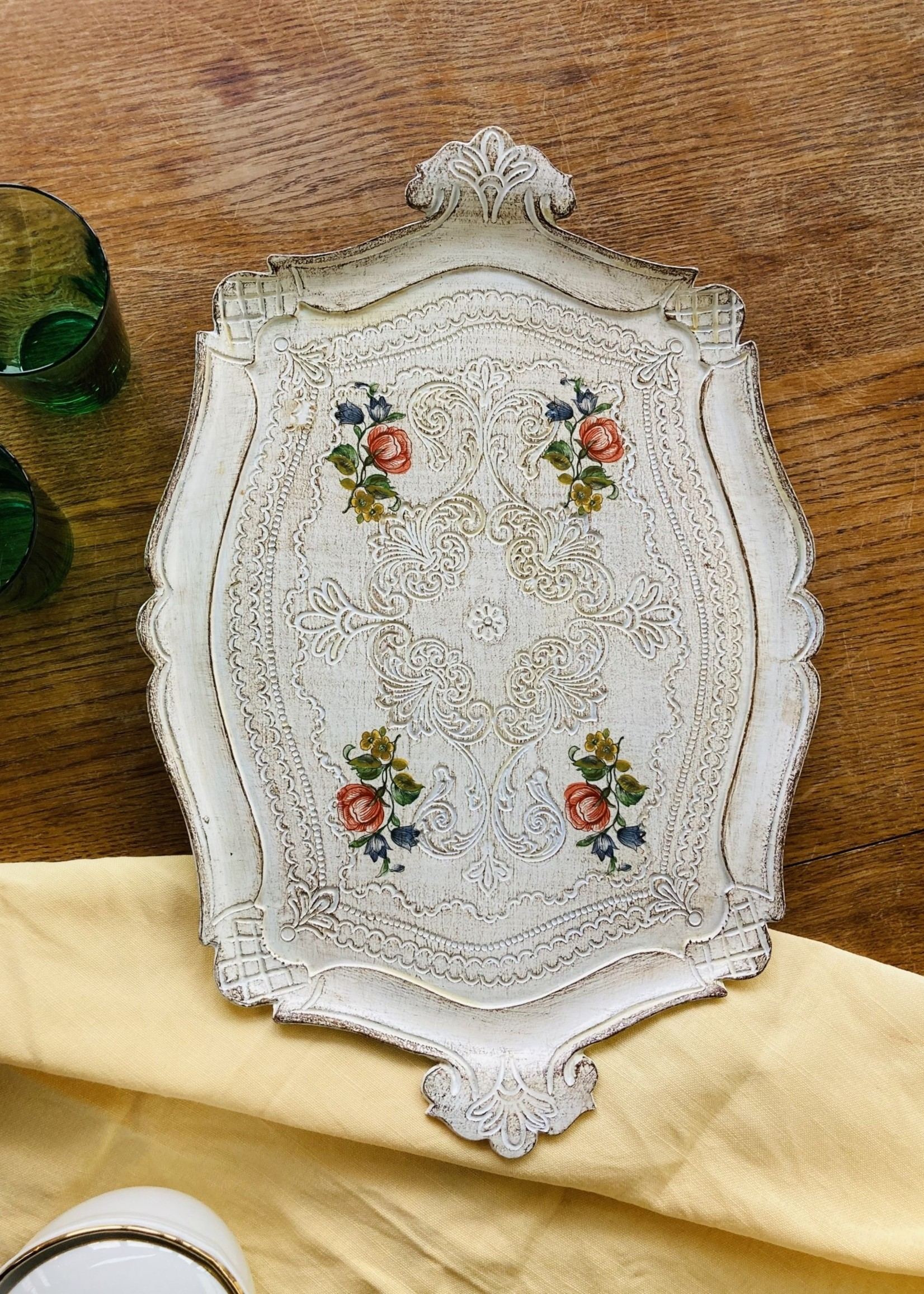 Florentin tray in white with handpainted coloured flowers