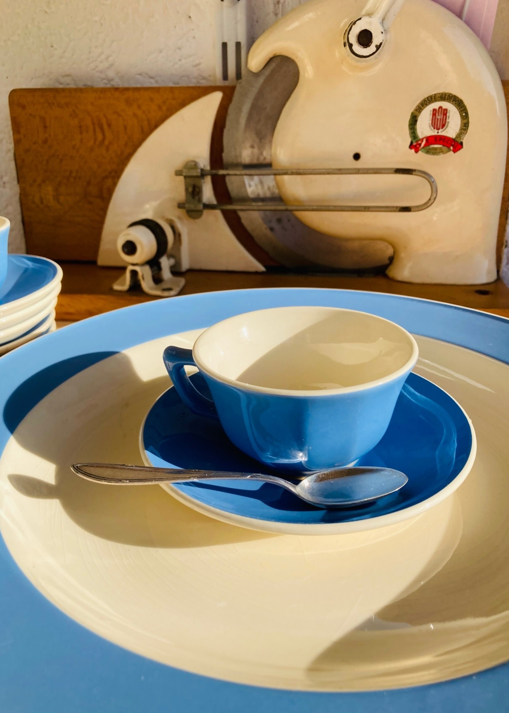 Round dish in blue Orléans by Villeroy & Boch