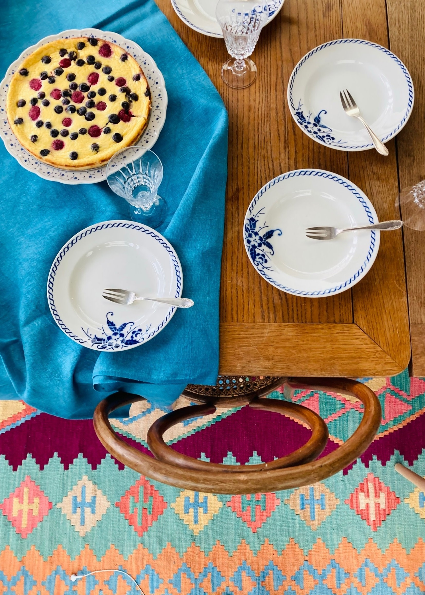 Small floral plate blue flower decoration and circle by Boch