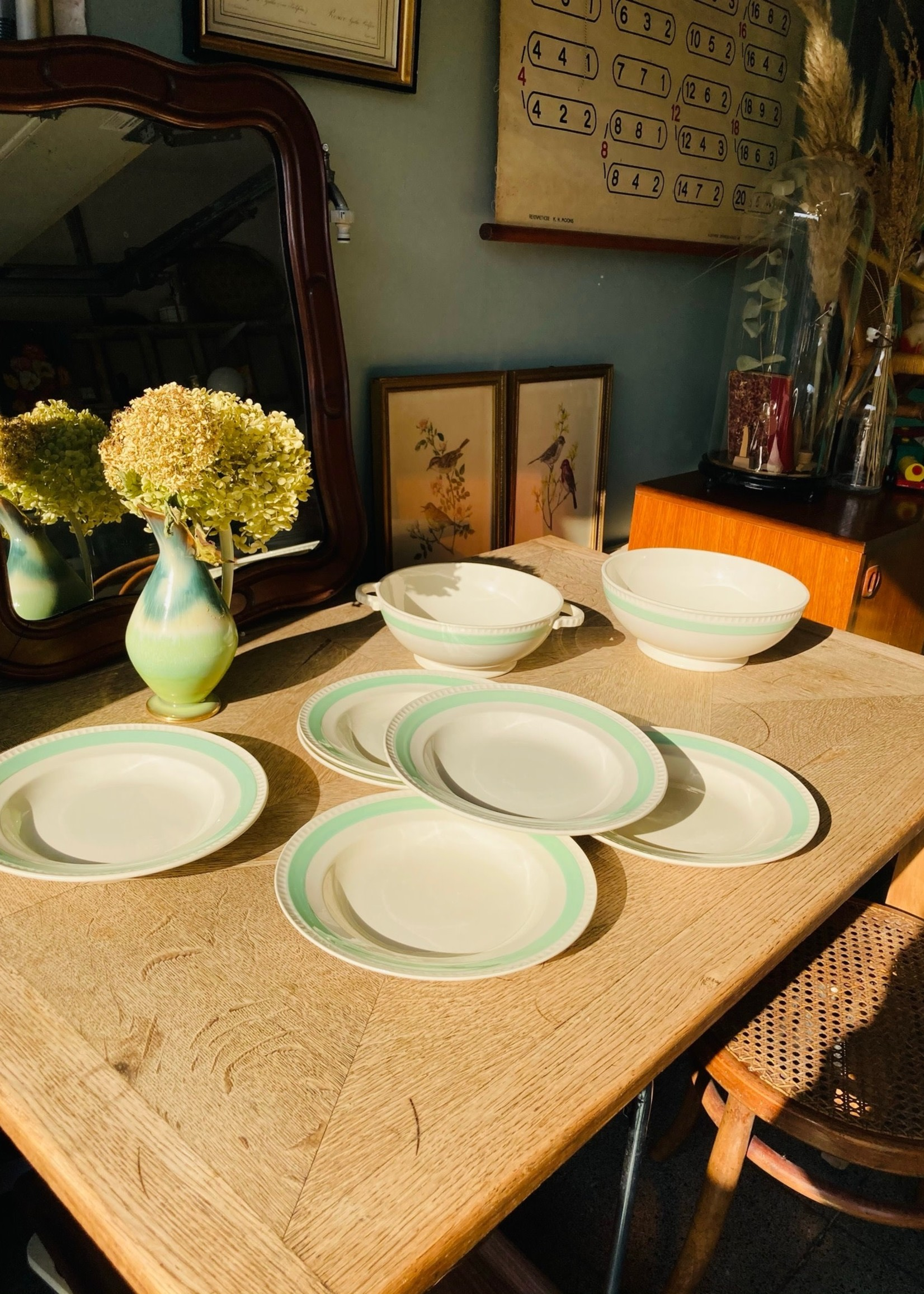 Deep plates with pastel green line on border