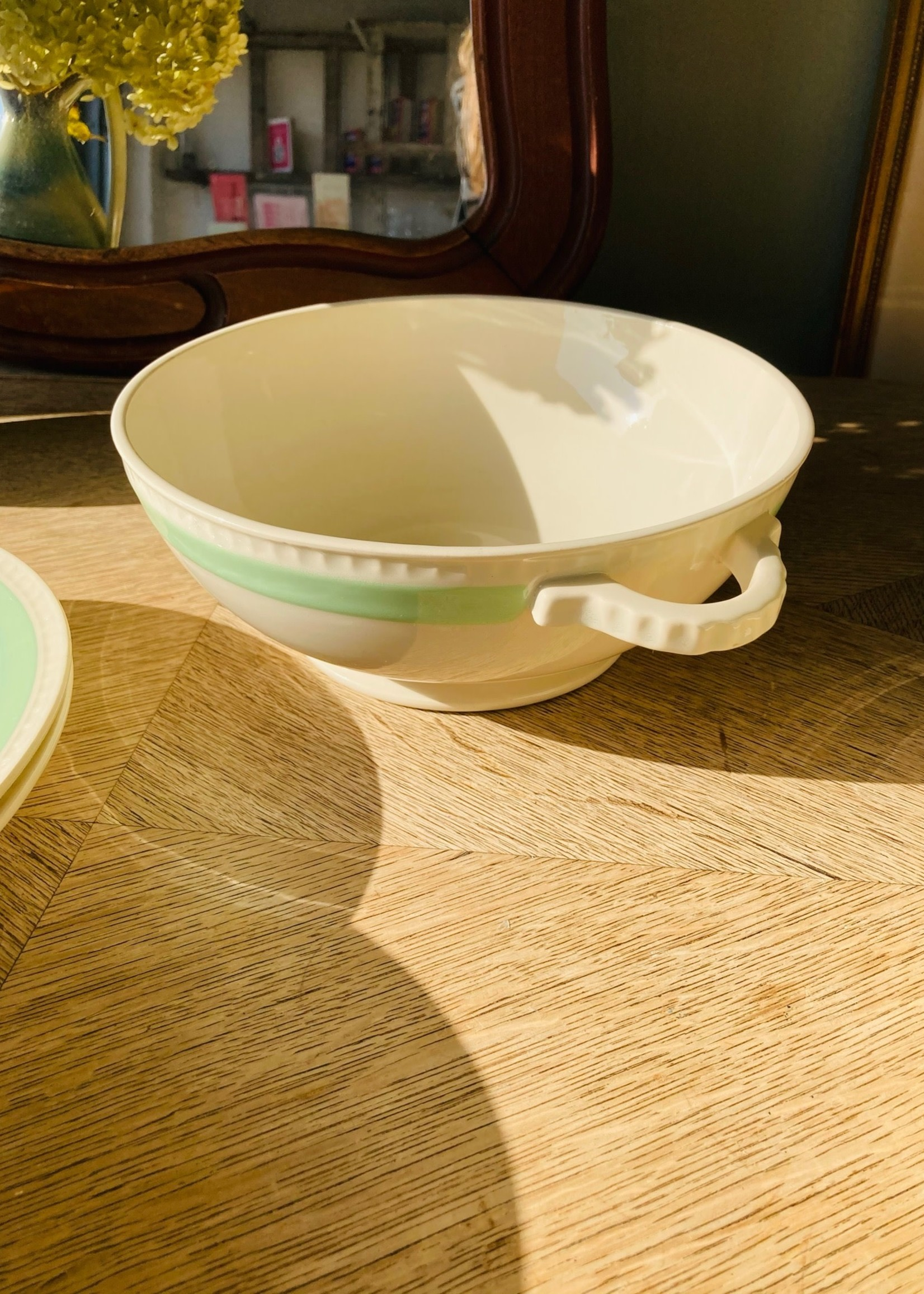 Deep Dish with handles and pastel green line