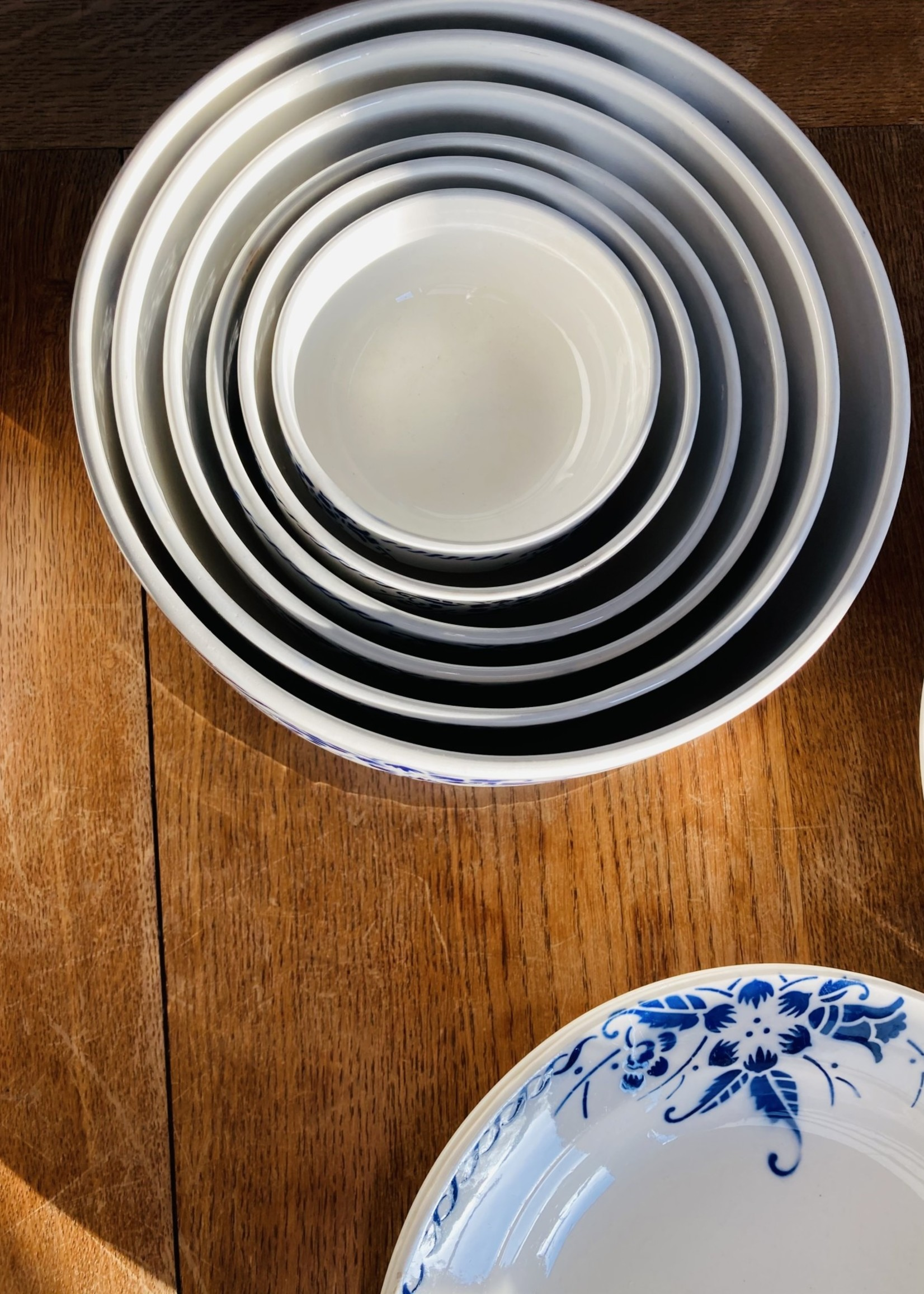 Set of 6 nesting bowls with flower print blue