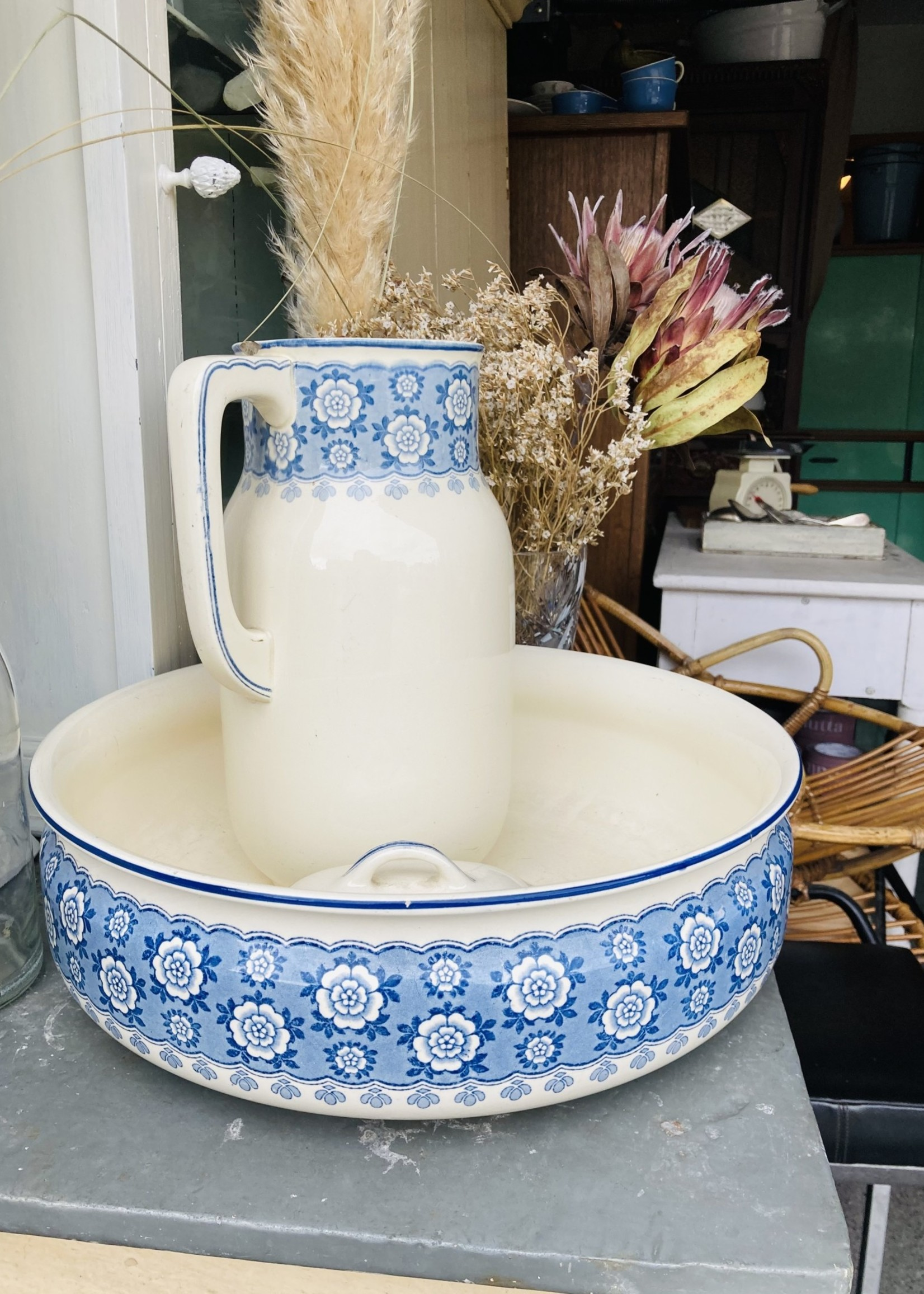 Large dish from Villeroy & Boch model Drina