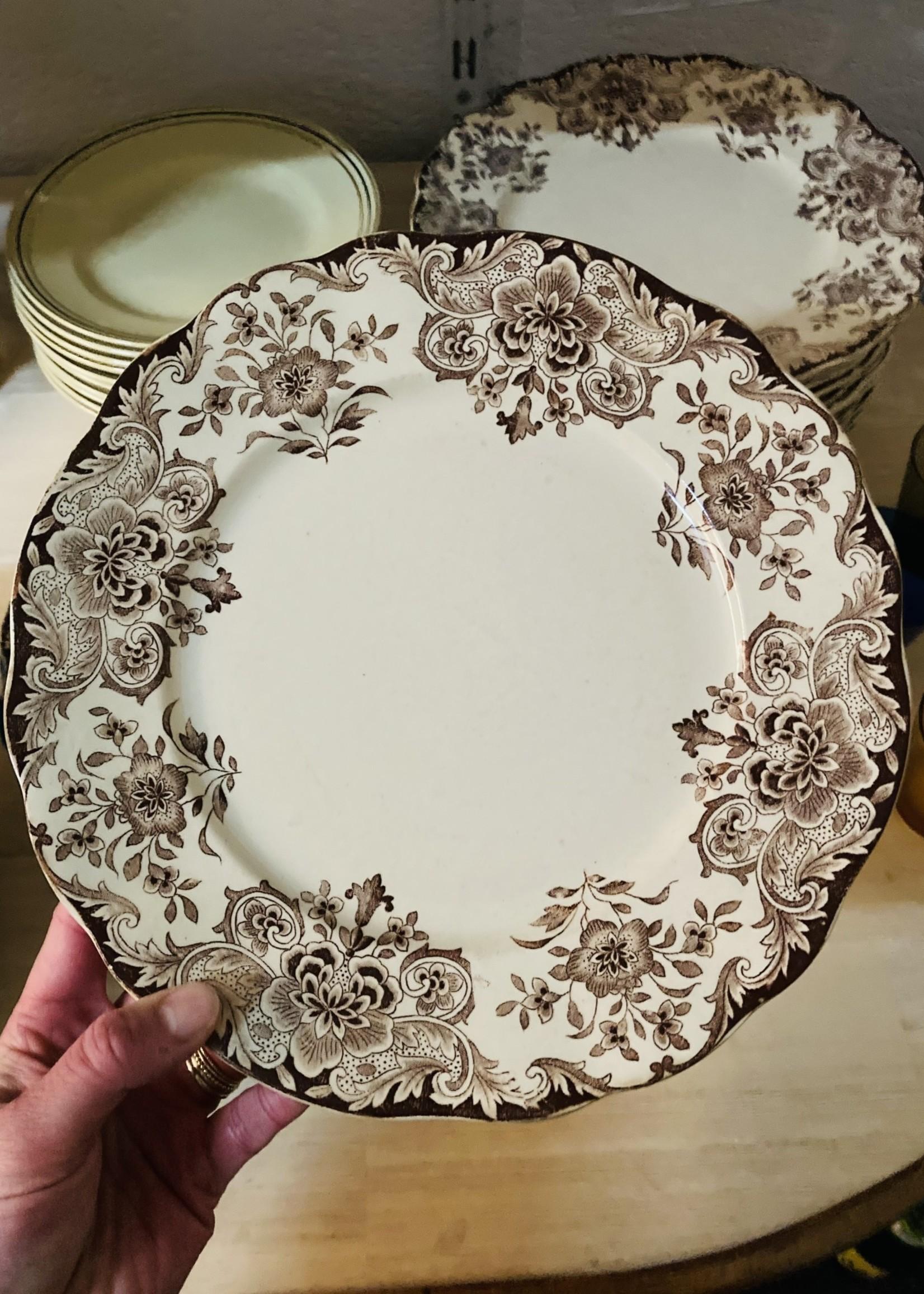 Large Plates Boch Dordrecht brown