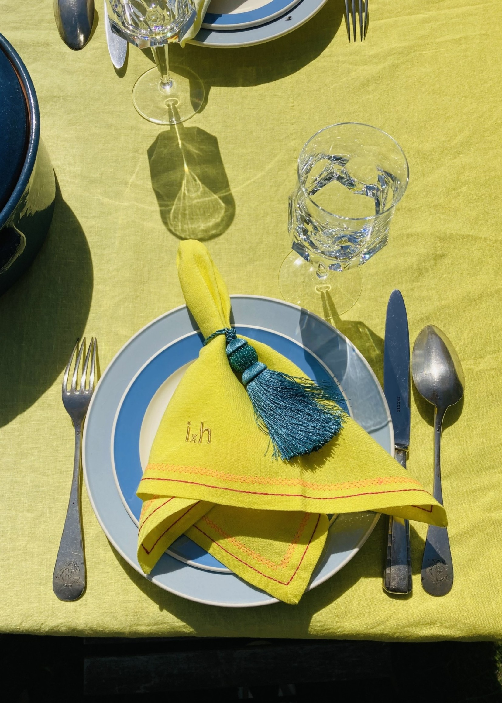 Set of 8  table napkins Yellow and embroidery From Belgian Linnen
