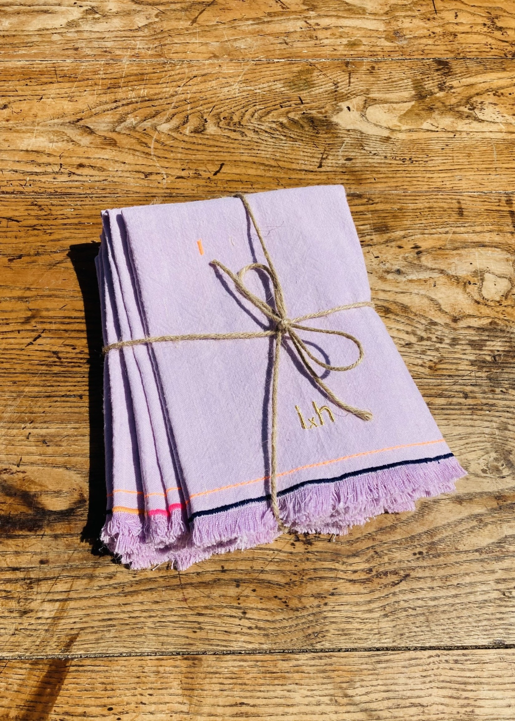 Set of 6  table napkins Lila colour and colorful embroidery From Belgian Linnen
