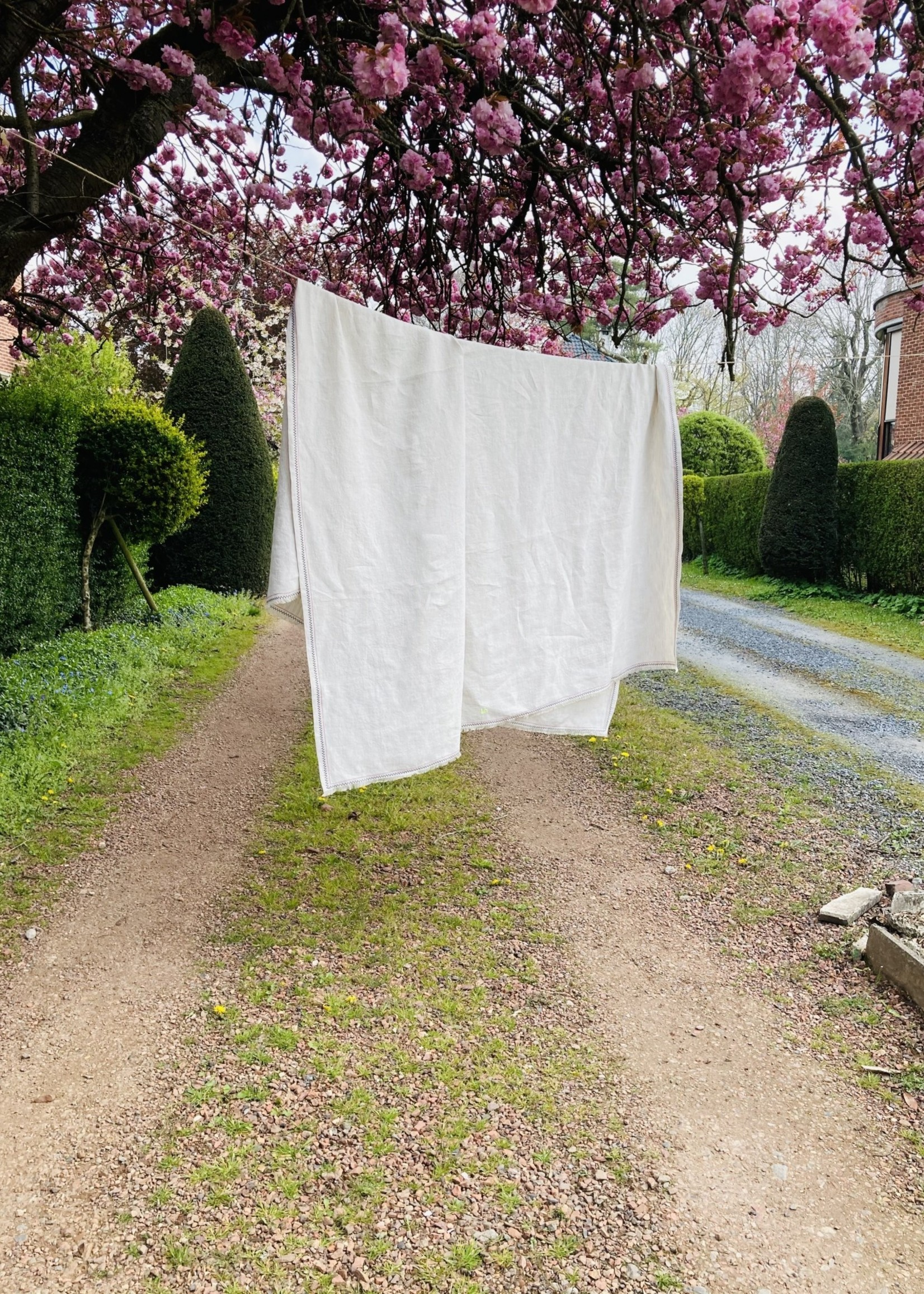 IdylleXHutta Natural Tablecloth in Belgian High end Linnen with Embroidery