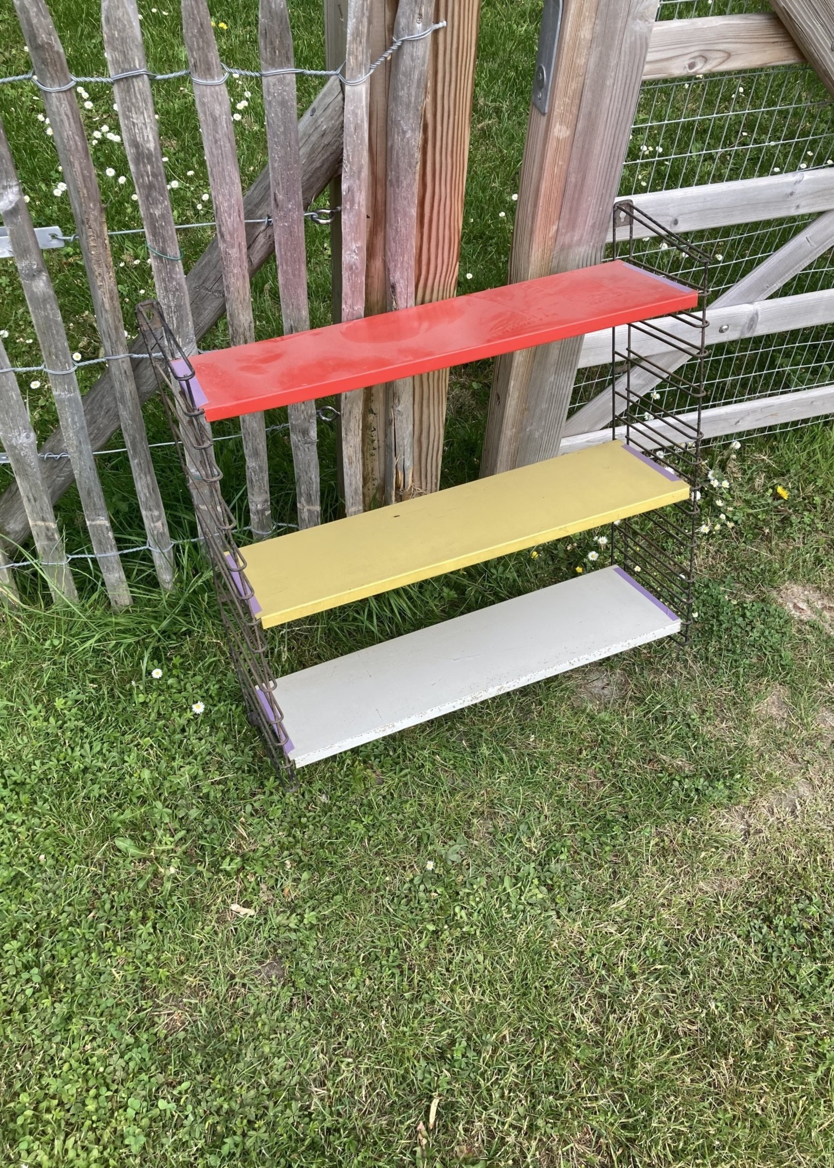 Tomado shelve red, yellow and grey