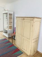 Antique cabinet with 3 shelves, 2 doors and red marbre top