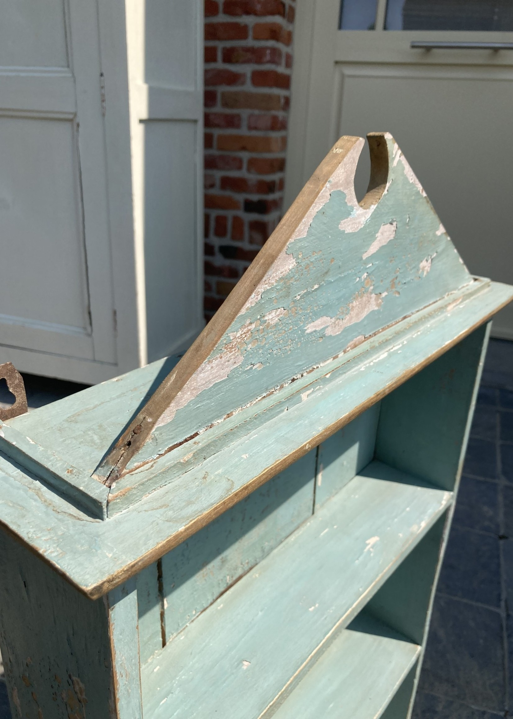 Little blue shelve with blue patina
