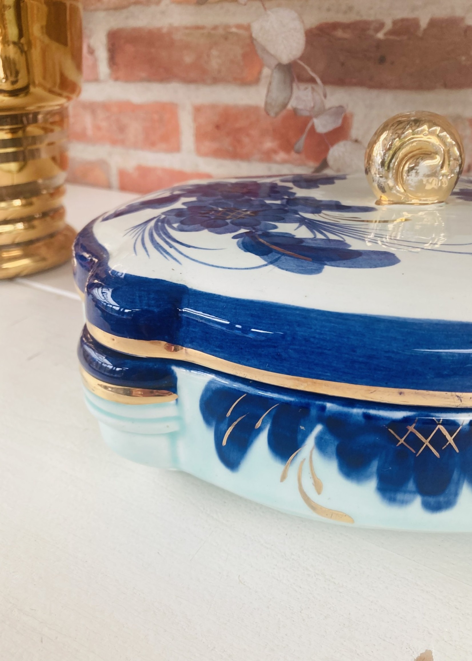 Bonbonnière or box in ceramic from Keralux Boch made in Belgium