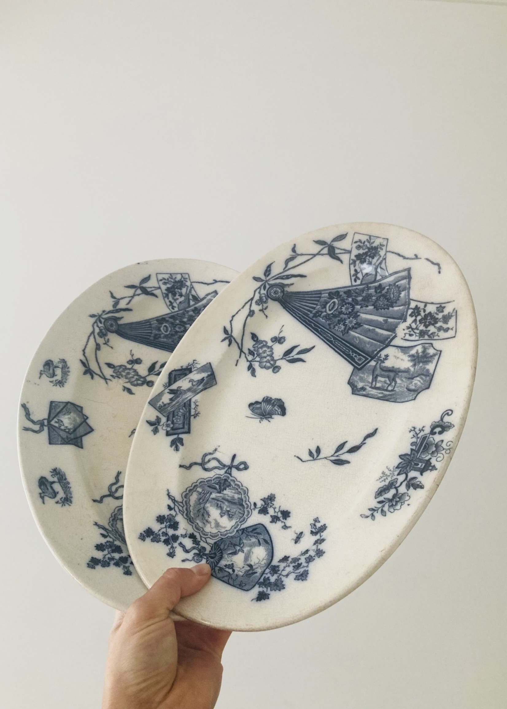 Terre de Fer Oval dish with Blue green decor birds and flowers