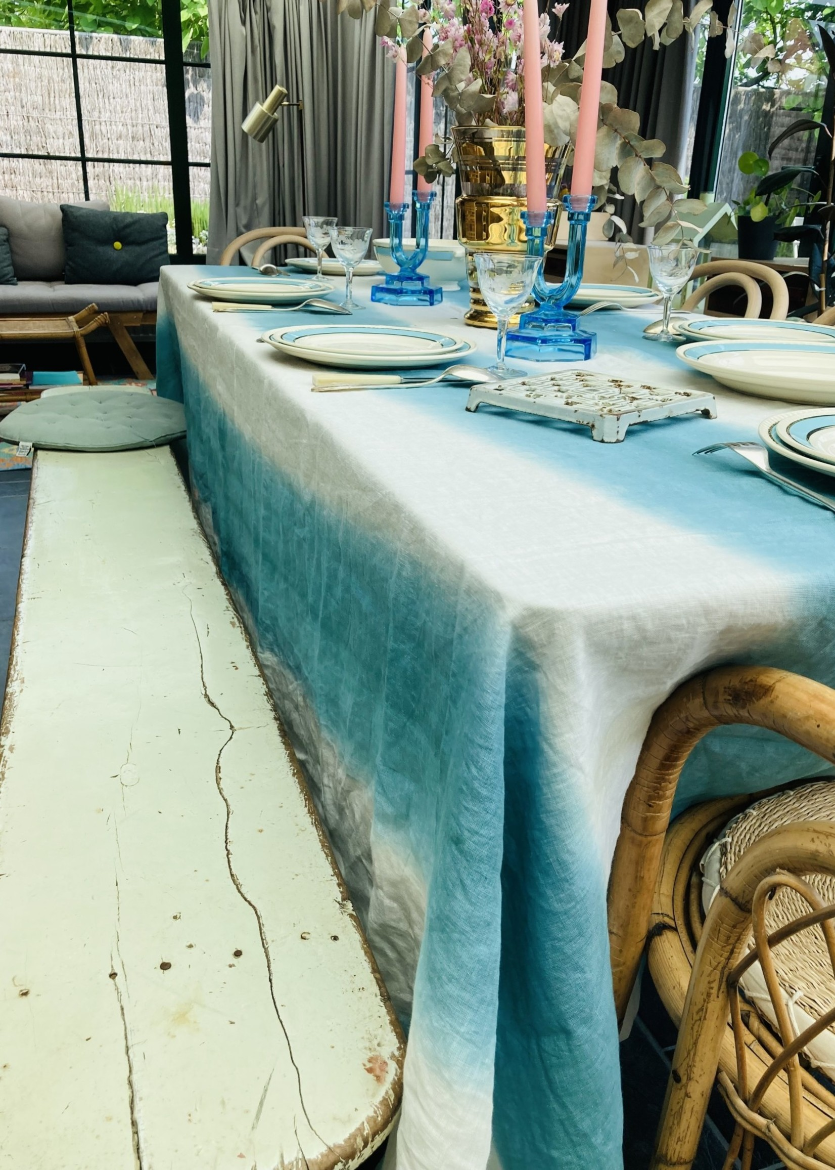 Tablecloth in white  linnen and blue (300 x 174)