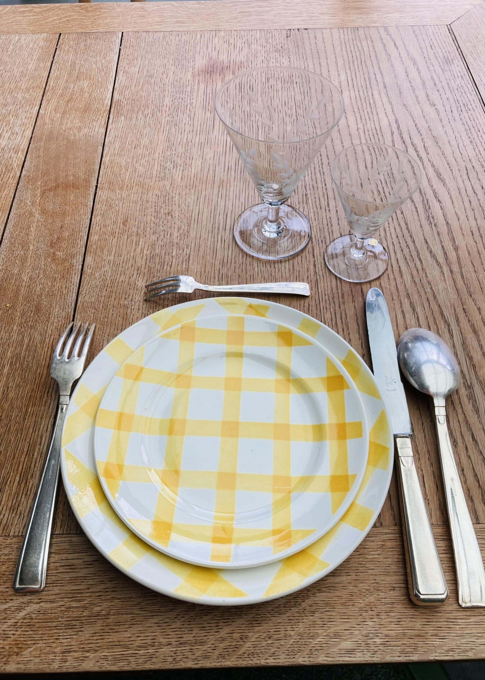 Large plates model Nappe yellow by Moulin les loups