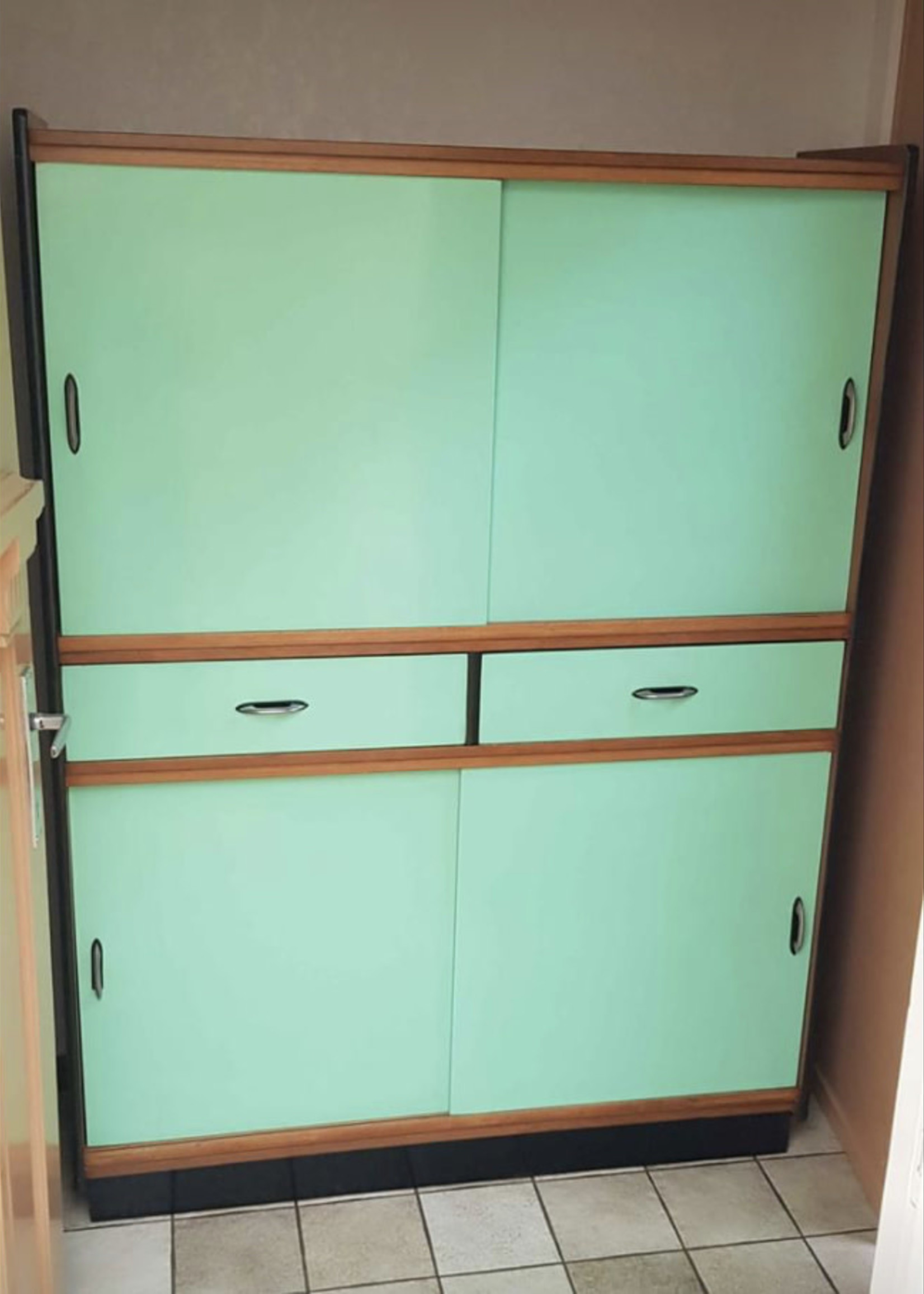 Kitchen cabinet indian green 1960