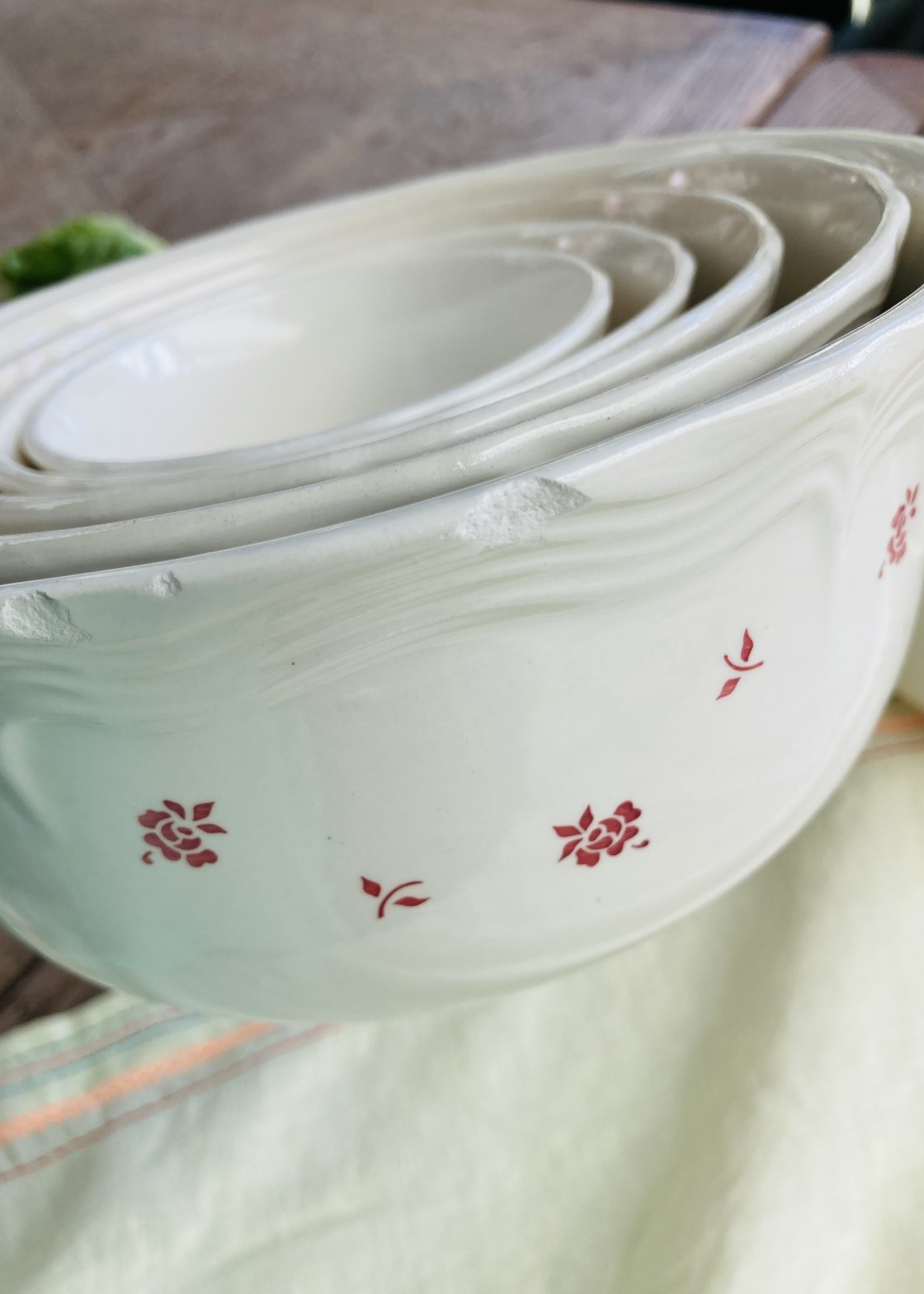 Antique vesting bowls with red flowers (set of 6)