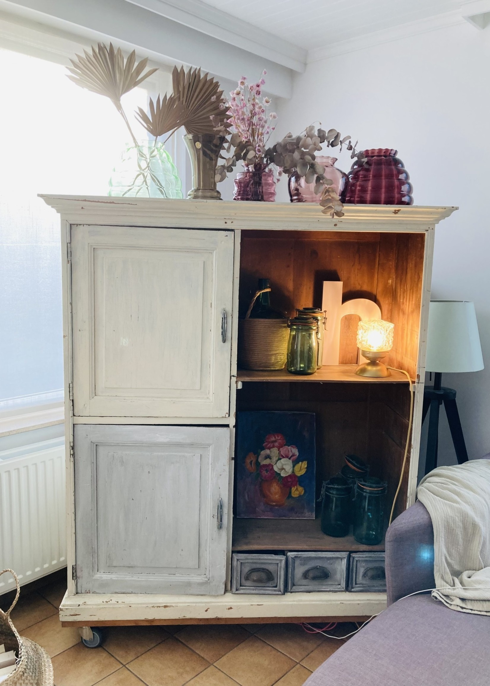 Antique Cabinet with white and grey patina, with 2 doors and 3 small drawers