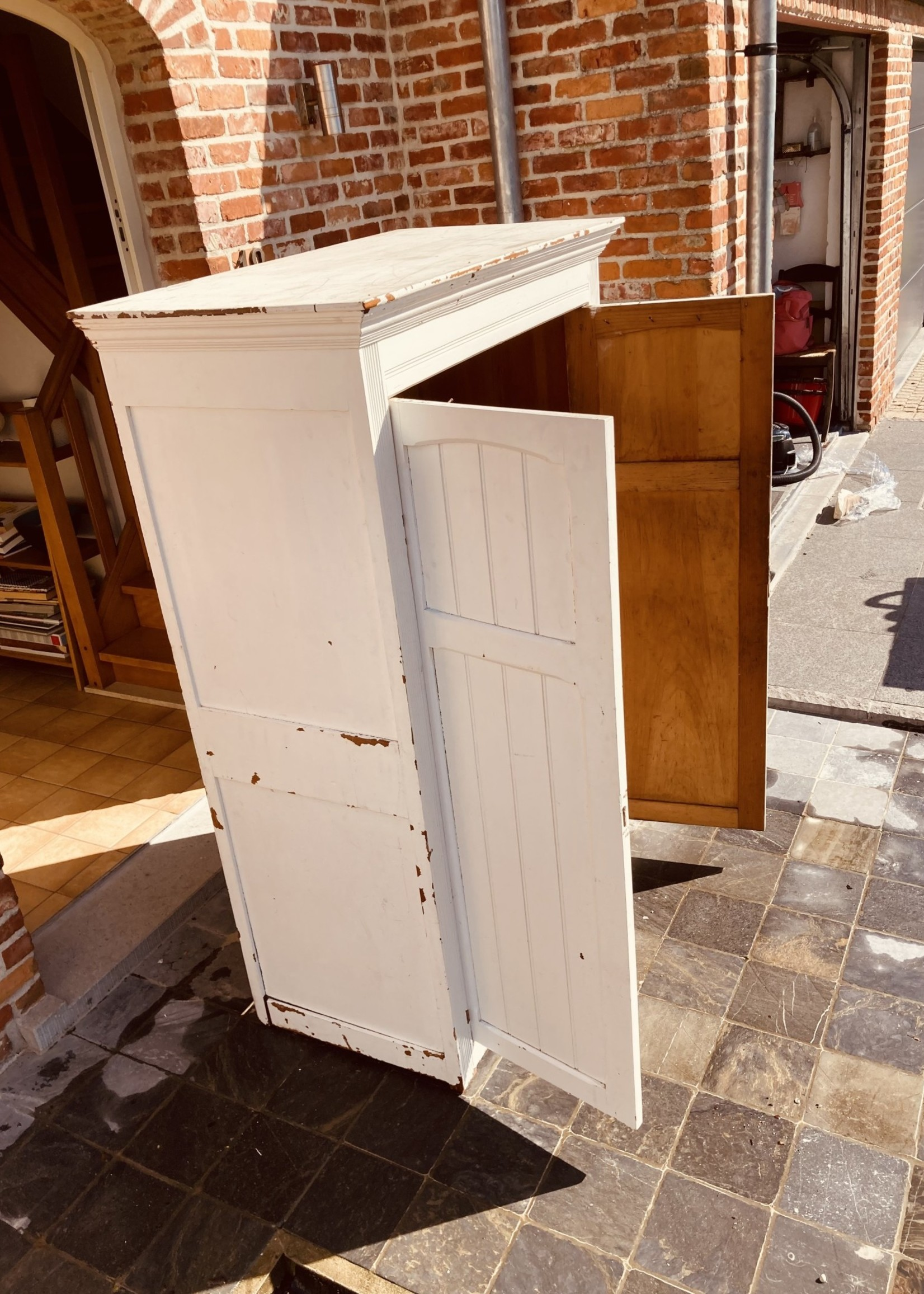 Antique Cabinet with White patina and 3 shelves