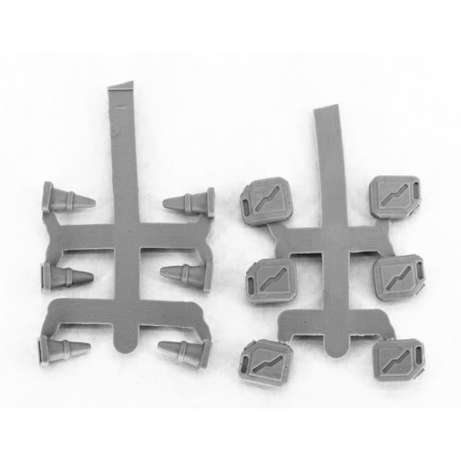 49010 Modern Accessories (Gas Cans & Pylons) (12)