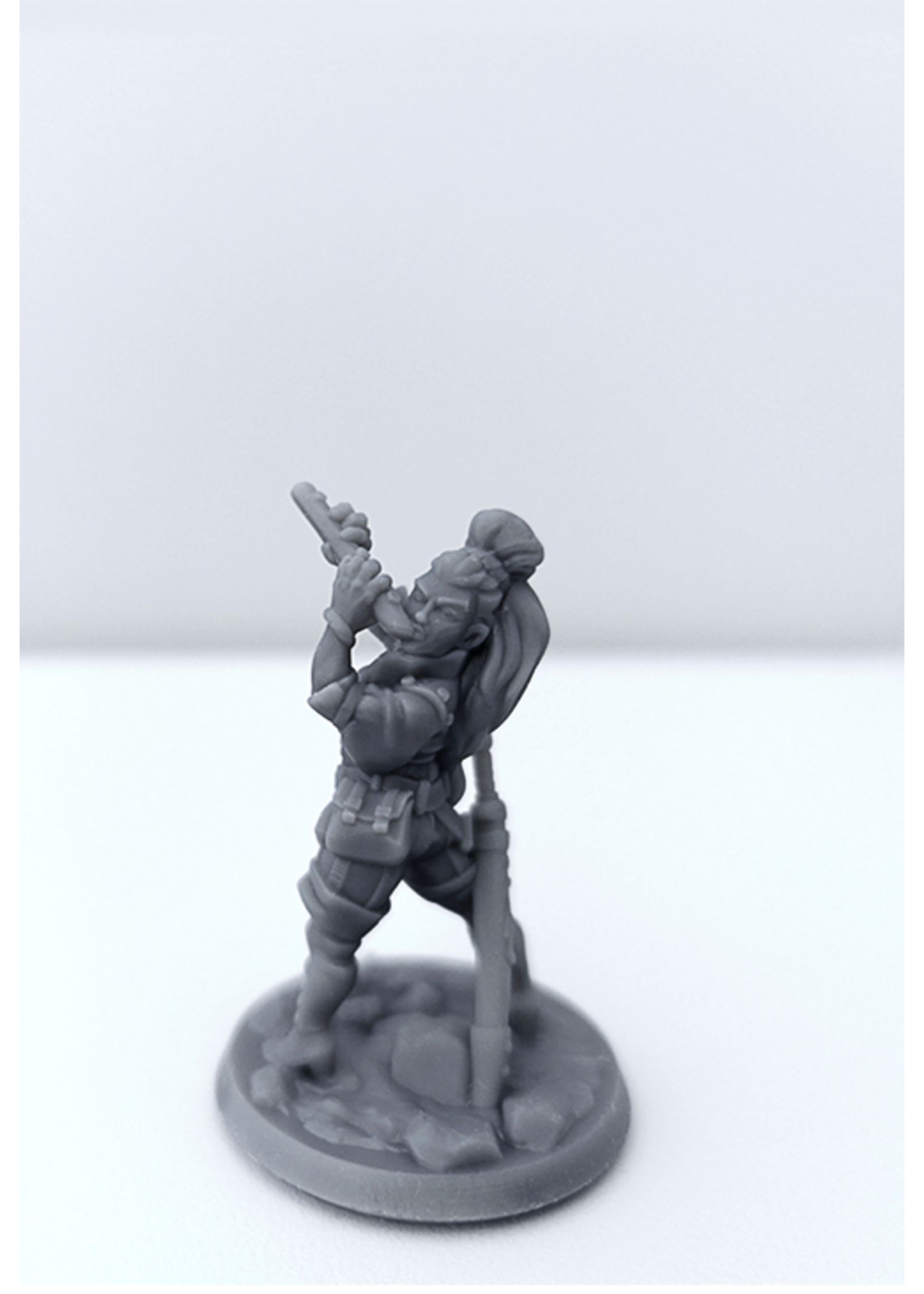 3D Printed Miniature - Bard Female 01 - Dungeons & Dragons - Hero of the Realm KS