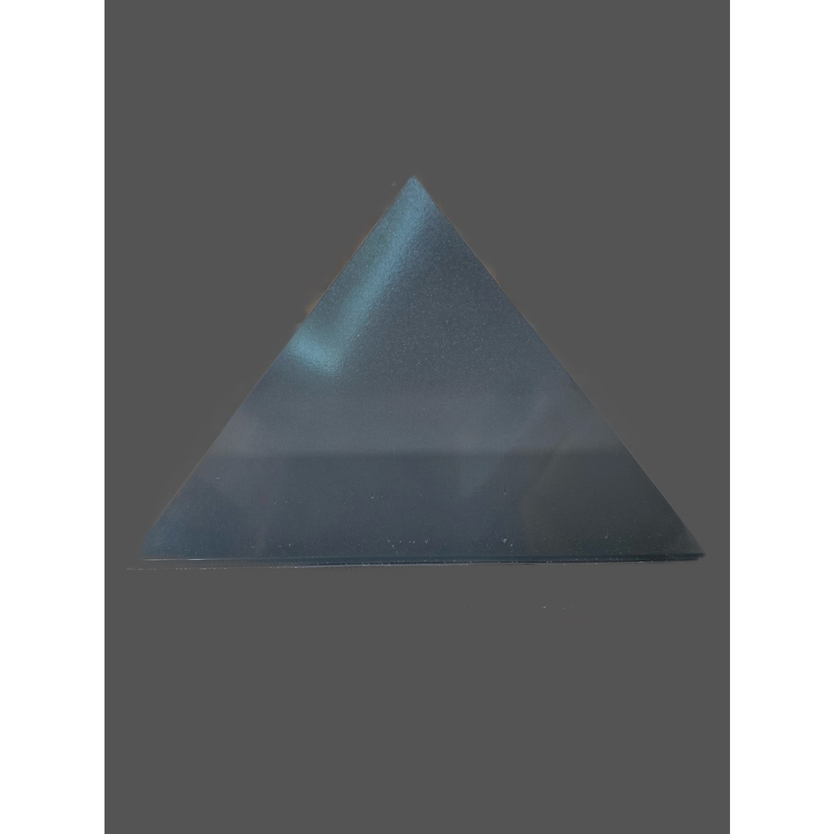 Pirámide Orgonita Shungit-Turmalina negra