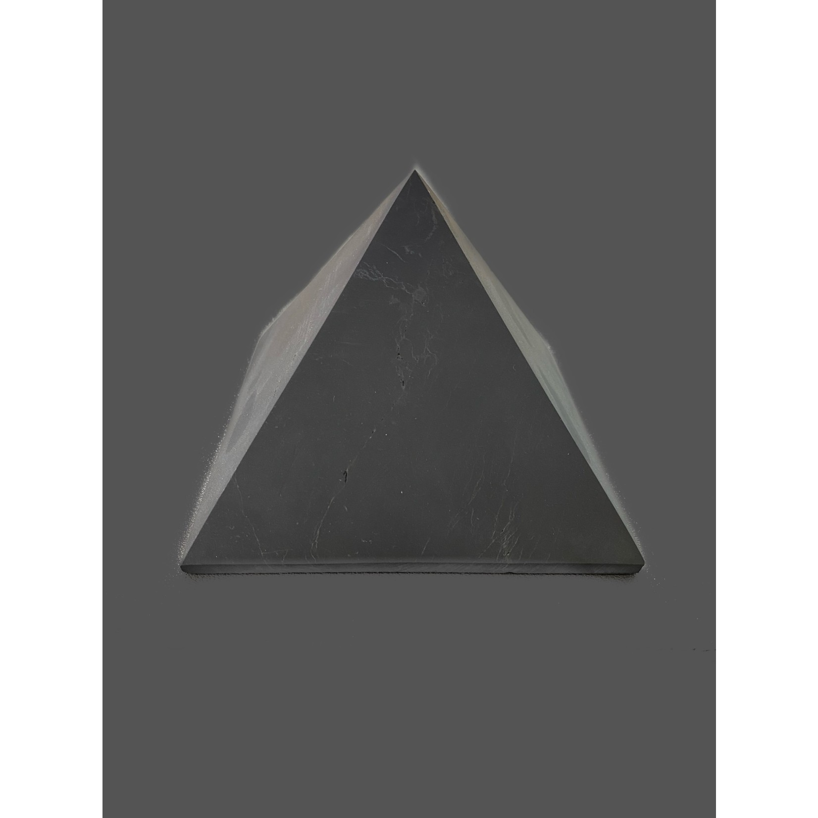 Pirámide Shungit Pulida Mate 10x10cm