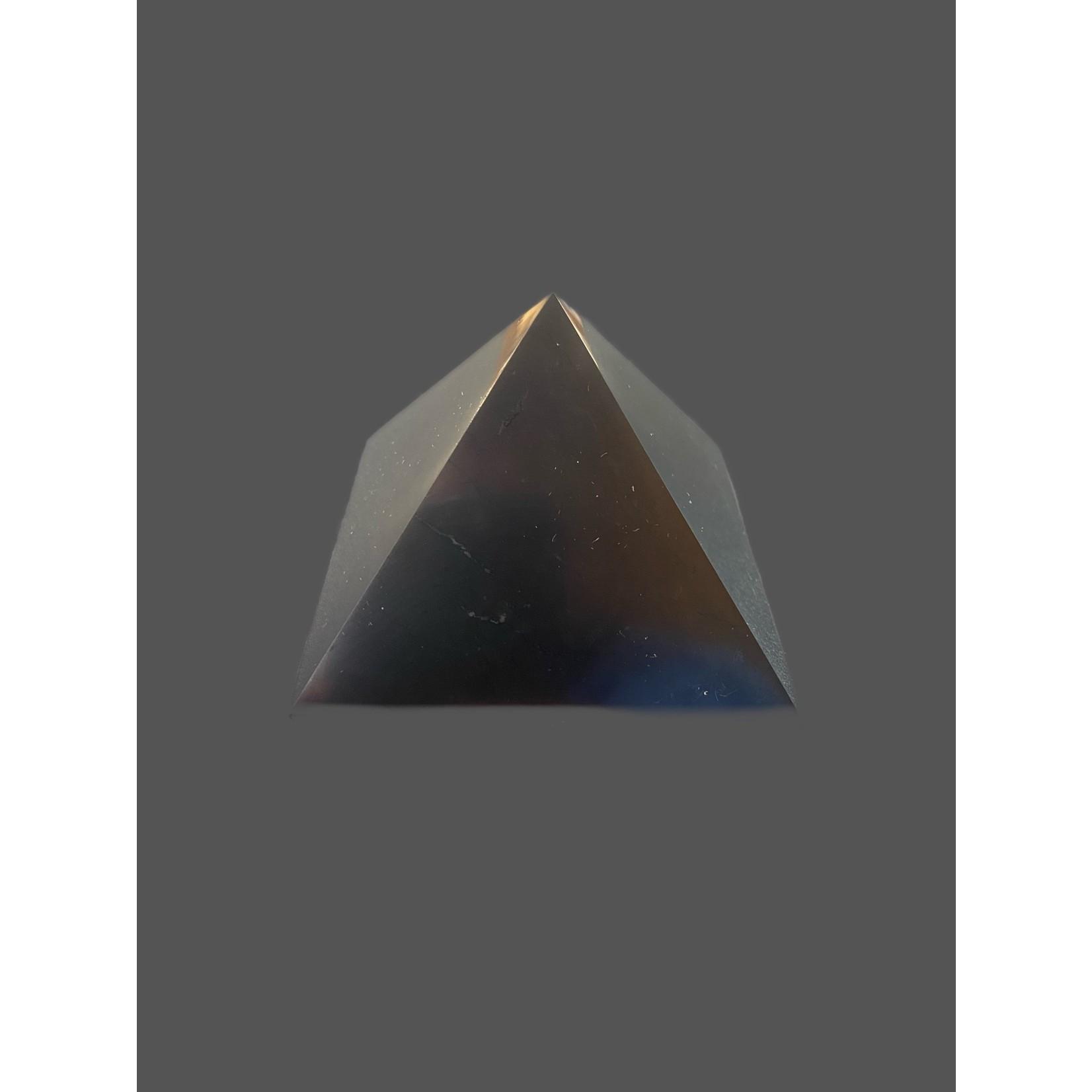 Pirámide de Shungit Pulida brillante 7x7cm