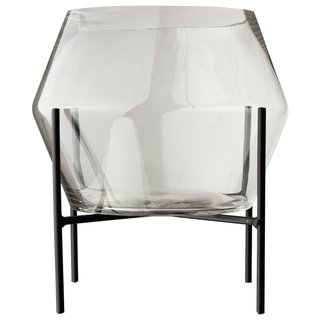 Glazen vaas op standaard