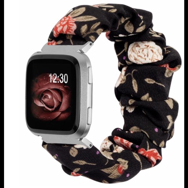 Marque 123watches Fitbit Versa Scrunchie Band - des fleurs noir