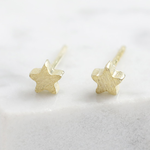 Lisa Angel Tiny star stud earrings in gold plated 925 sterling