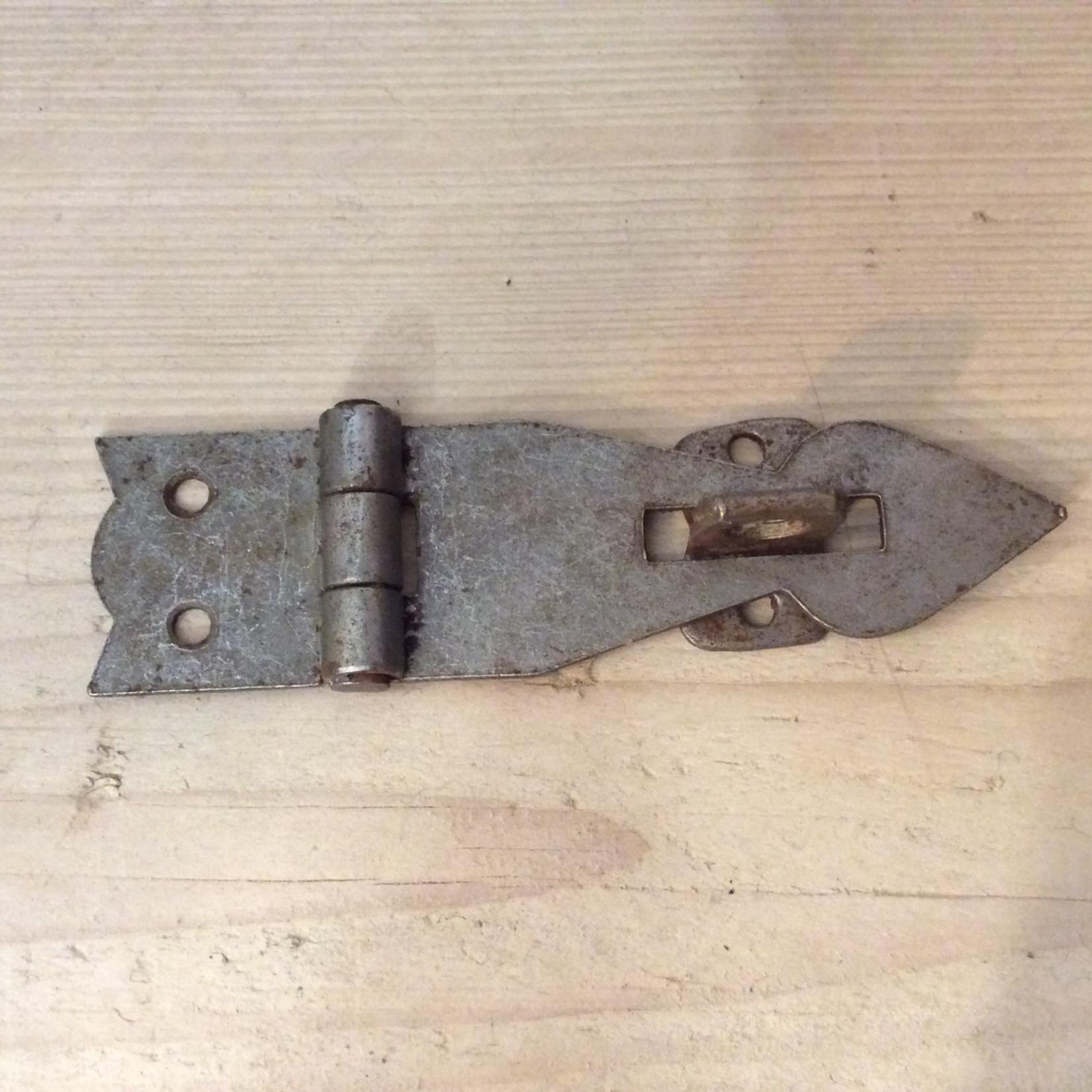 IRON RANGE Hasp & Staple Rusty Arrowhead Antique Iron 110mm