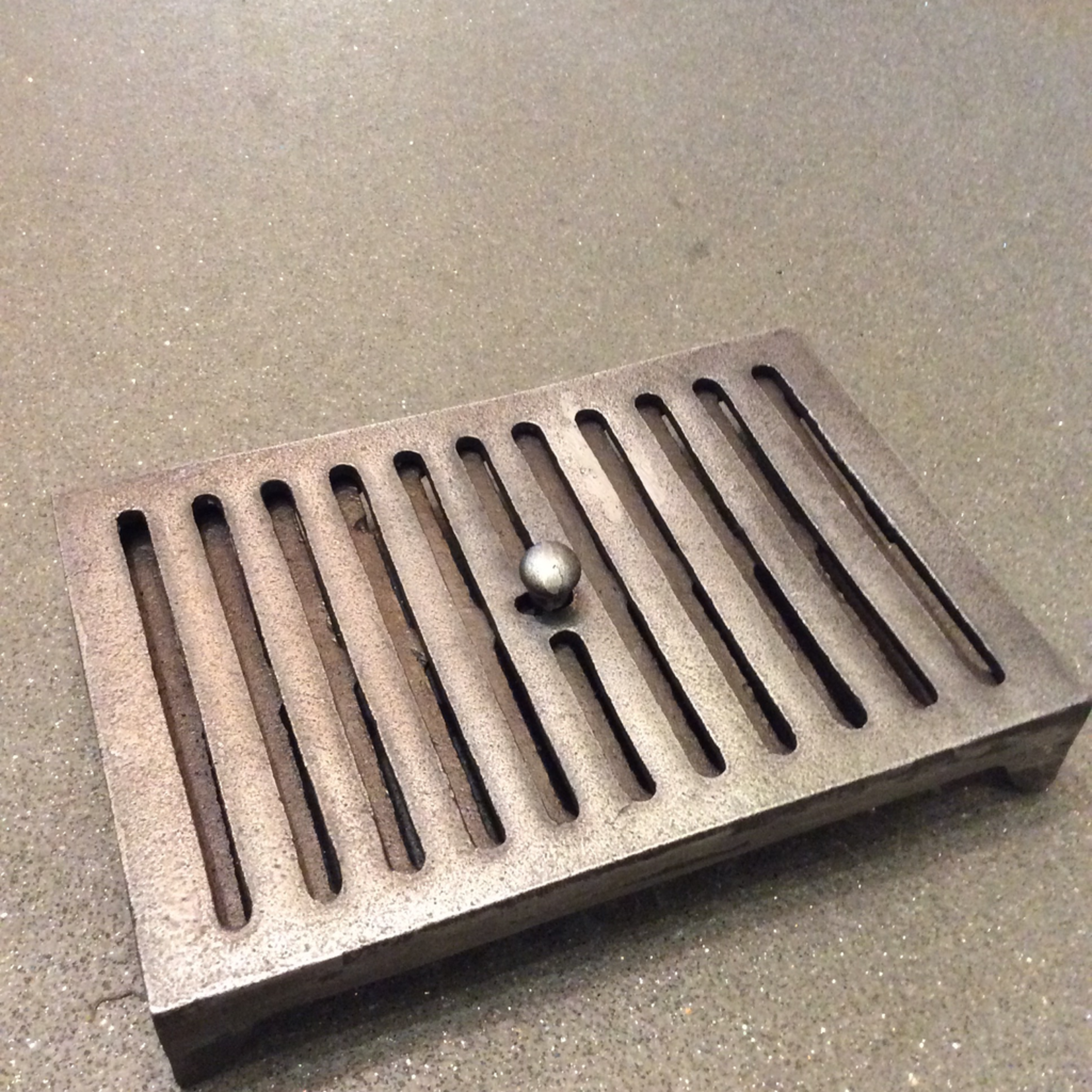 IRON RANGE Air Vent with Adjustable Sliding Layer in Silvery Iron finish