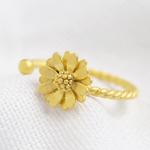 Lisa Angel Matt gold daisy Ring