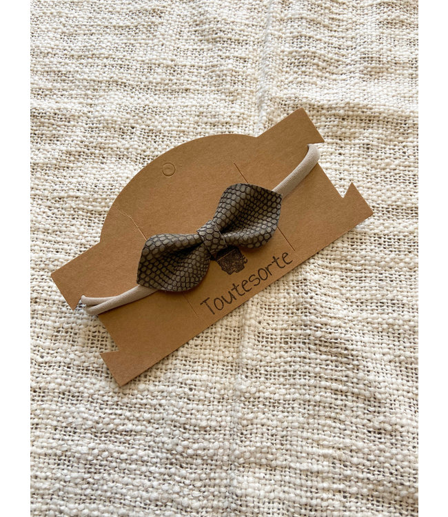 Bow Taupe Scales