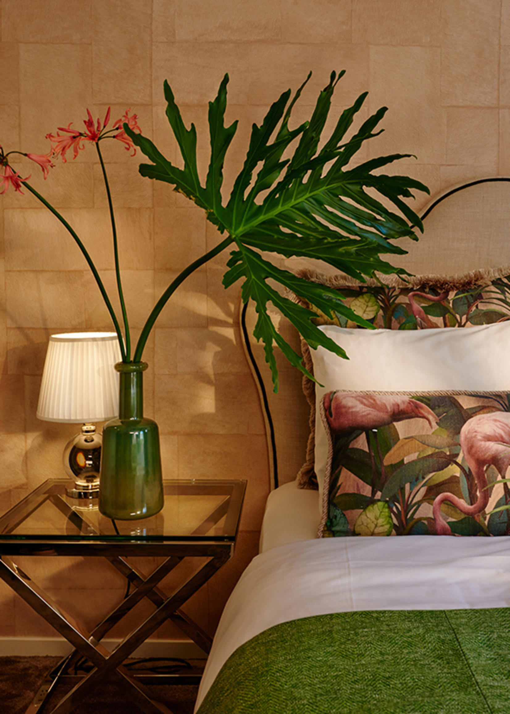Esther's Sierkussens uit de Flamingo kamer, groene pluche