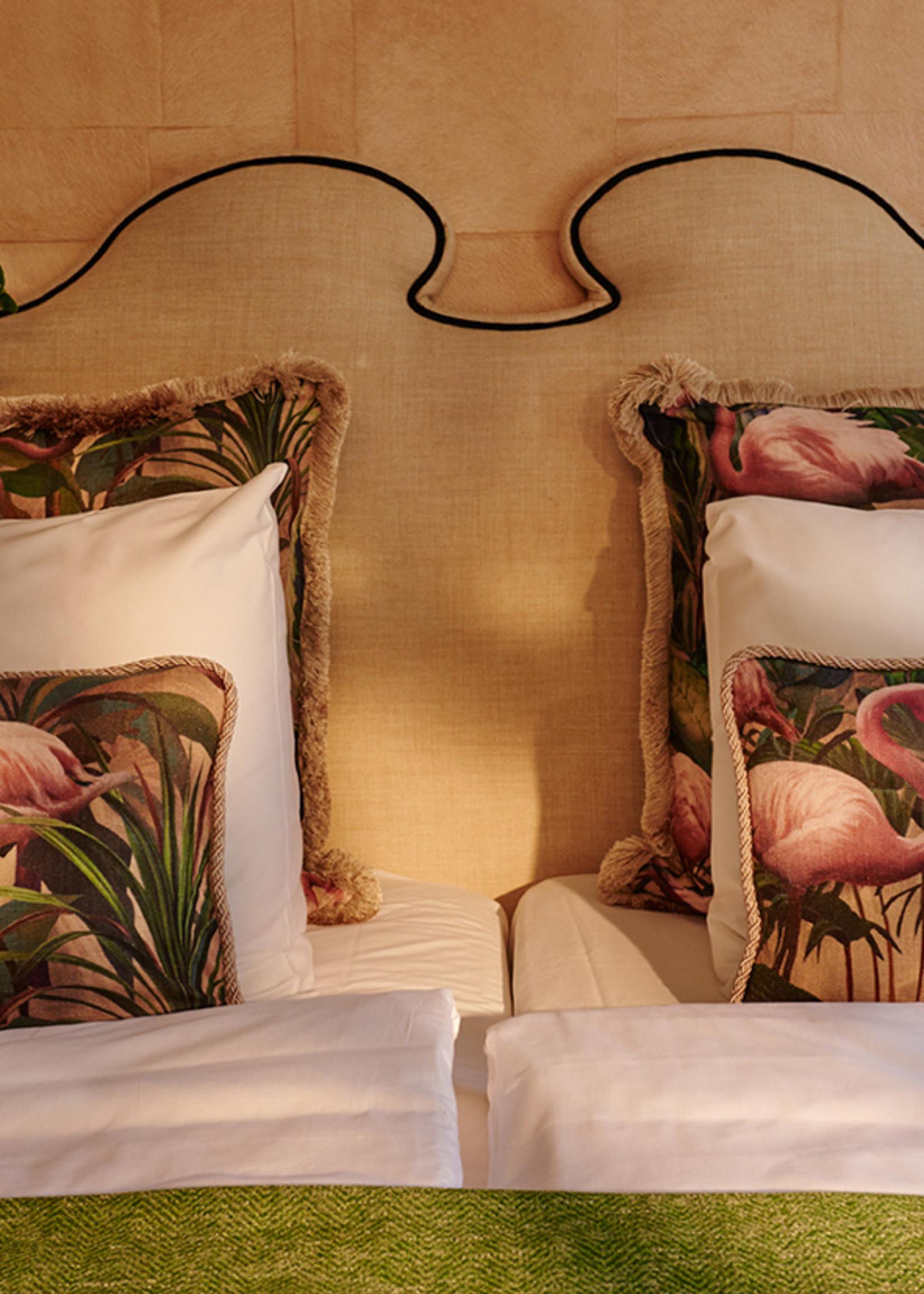 Esther's Set van twee sierkussens uit de Flamingo kamer, gouden pluche