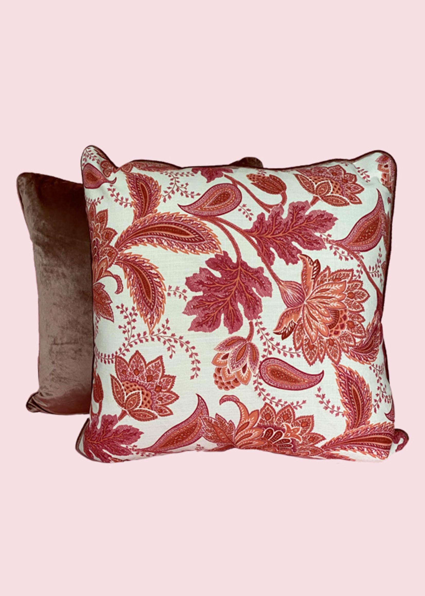 Esther's Paradise Room's pillows