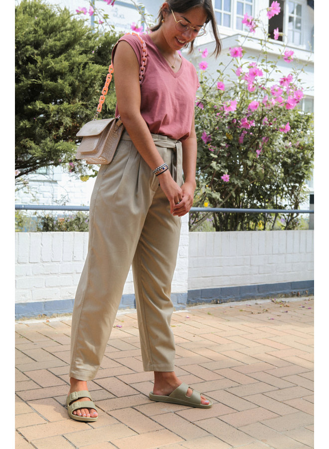 PANTS WITH HIGH WAIST AND BELT