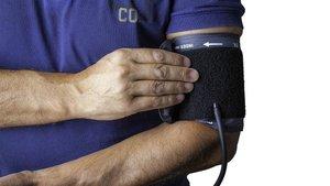 Waarom zou je je bloeddruk meten, en hoe doe je dat eigenlijk?
