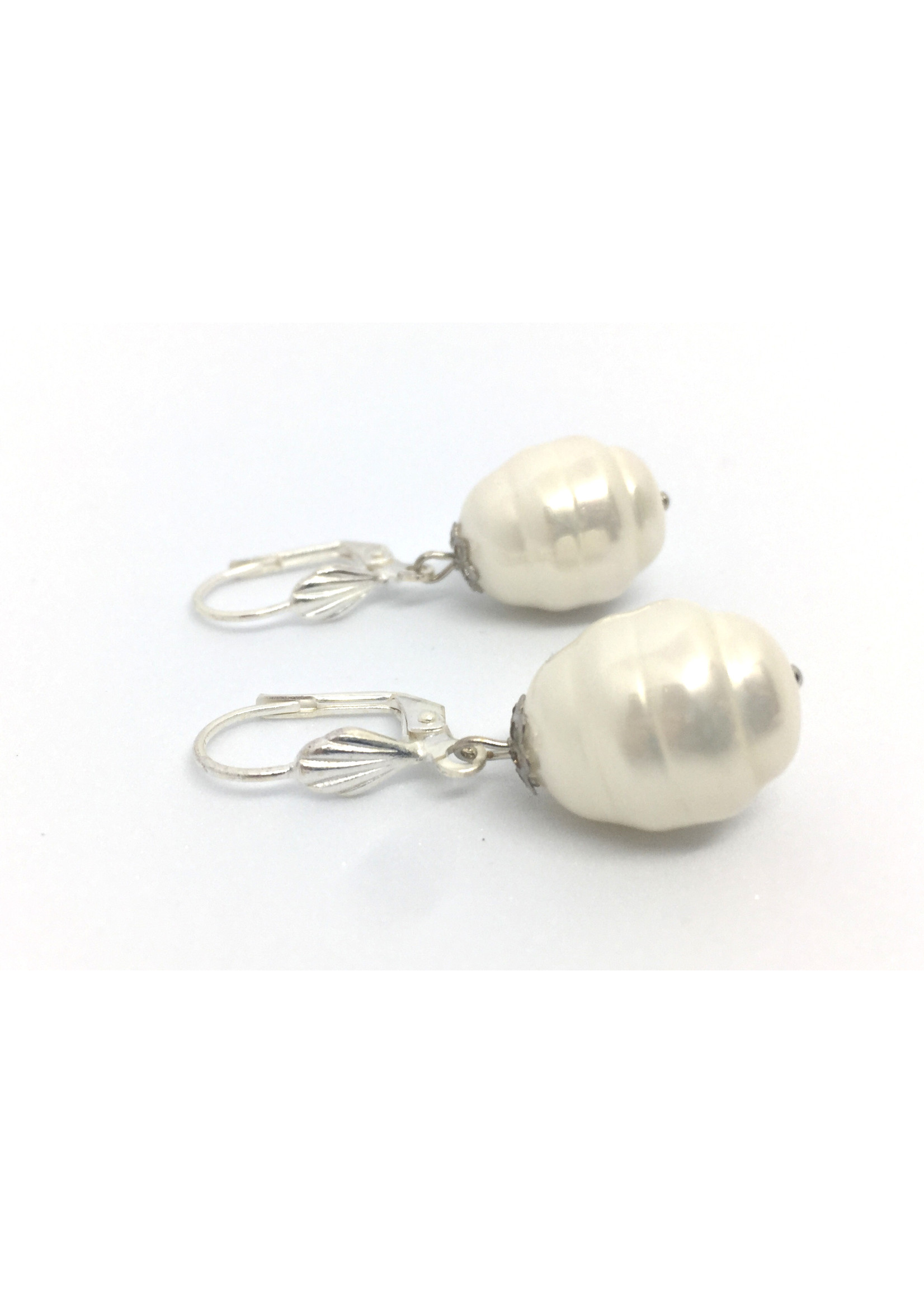Silver plated earrings from Els de Ruyter with Shell pearls