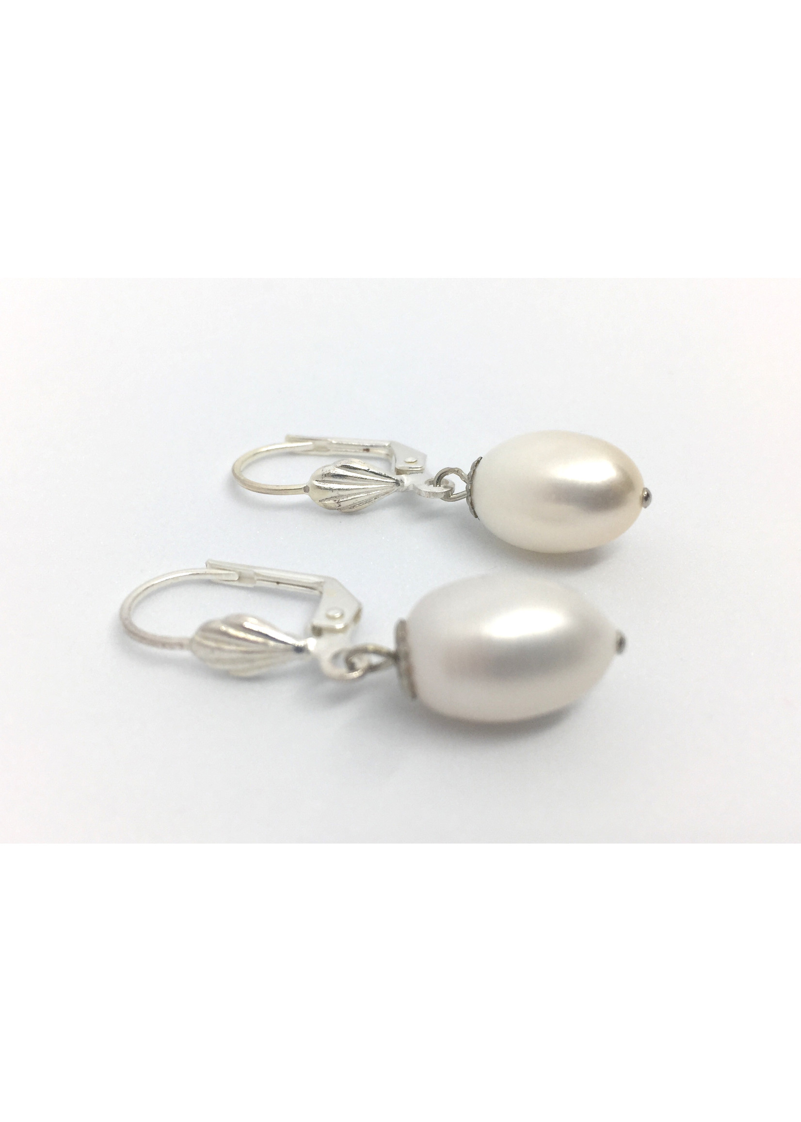 Silver plated earrings from Els de Ruyter with freshwater pearls