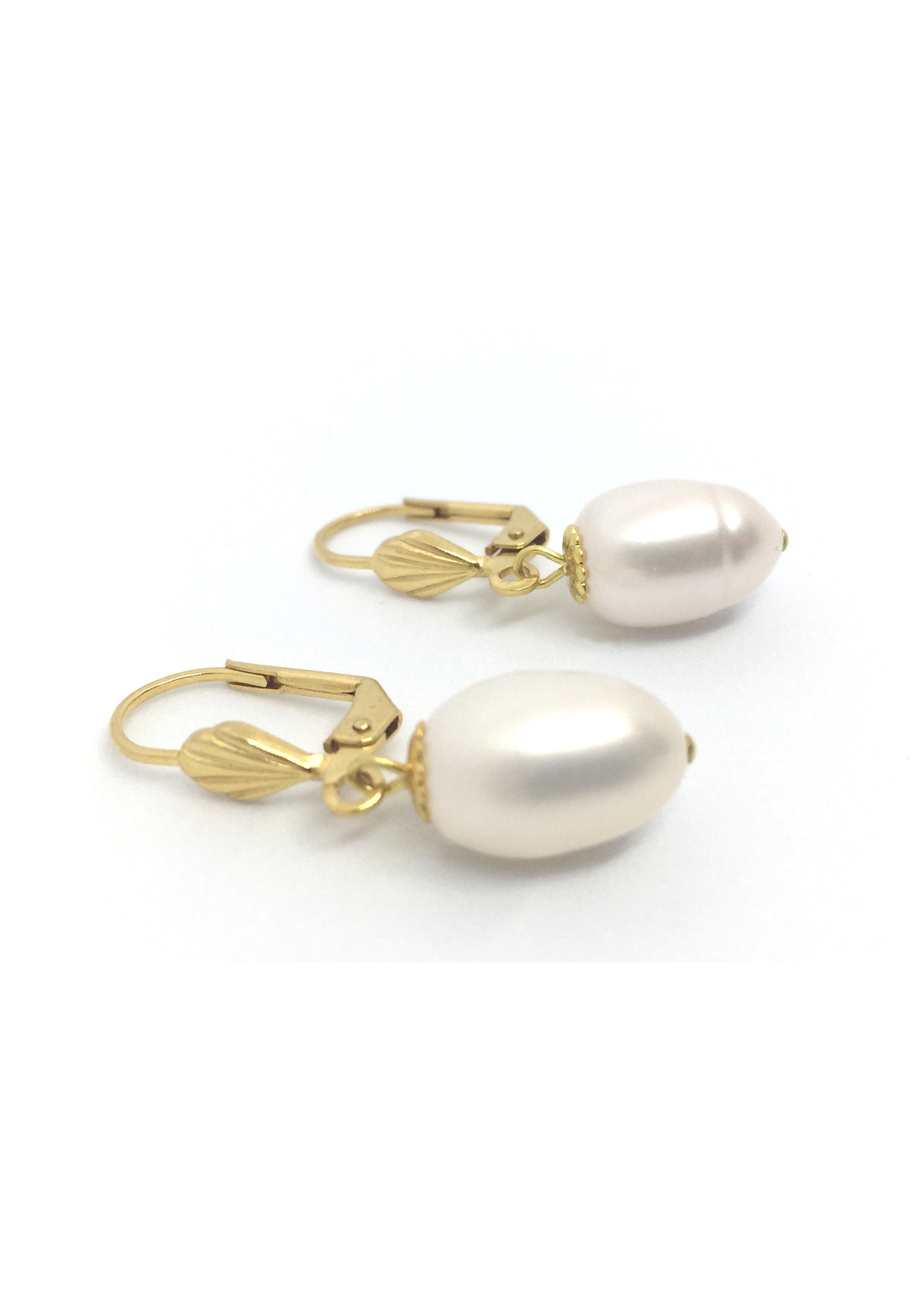 Gold plated earrings from Els de Ruyter with freshwater pearls