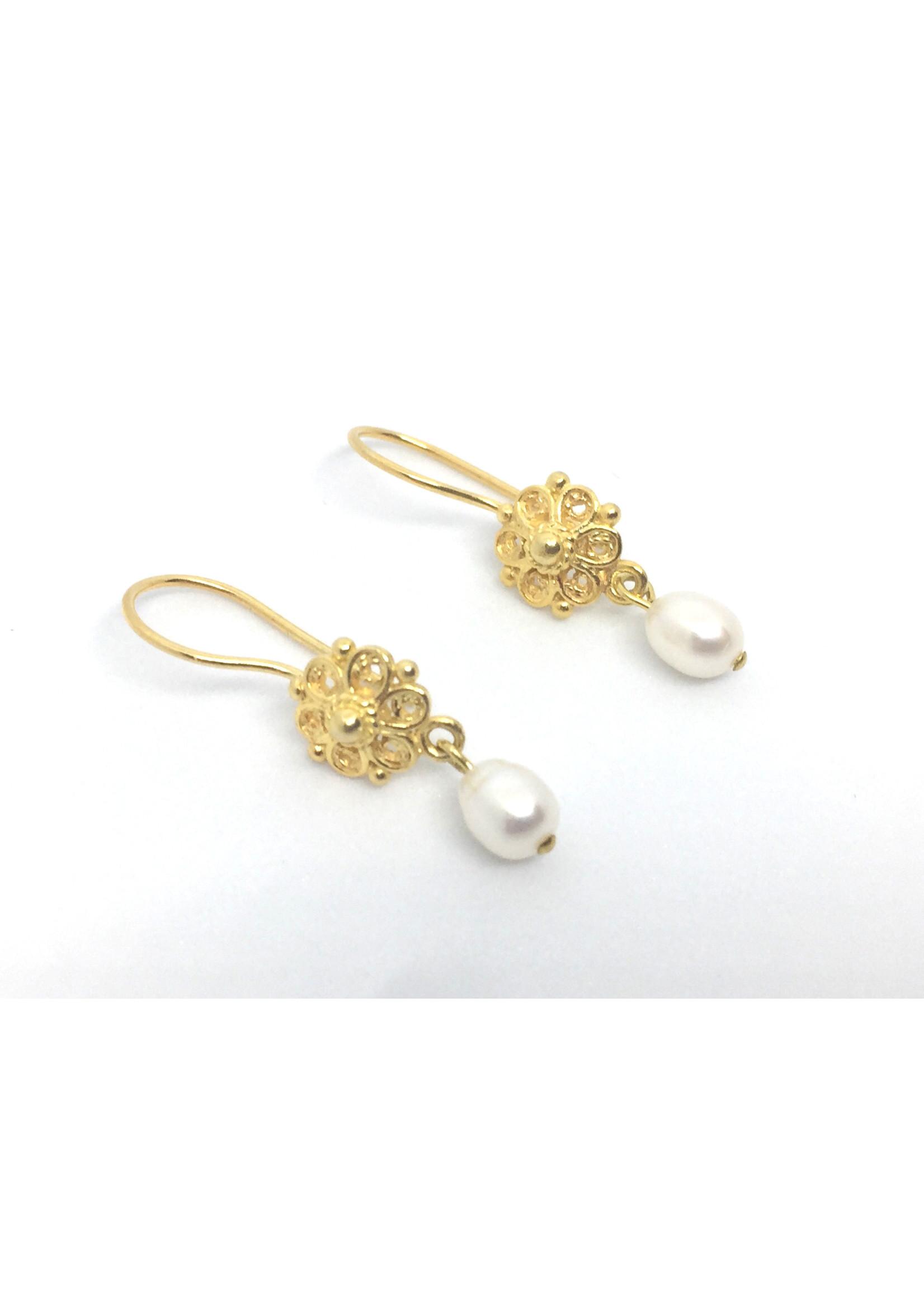 Vergoldete Ohrringe von Els de Ruyter mit Süßwasserperlen