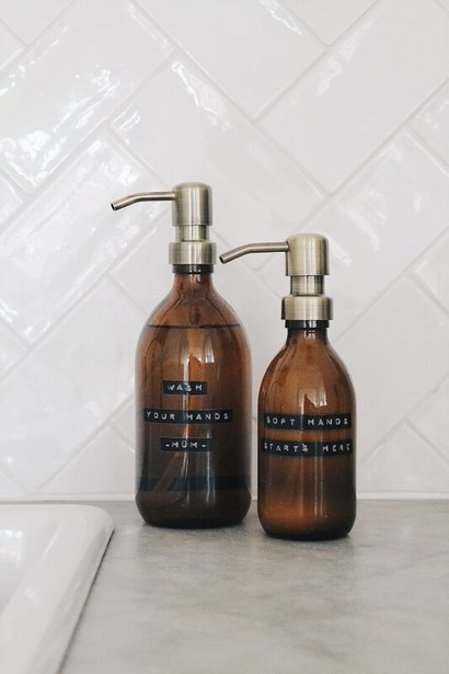 Hand lotion aloë vera amber glass brass pump 250ml 'soft hands starts here'-2